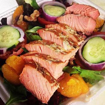 captain-porkys-smoked-salmon-garden-salad